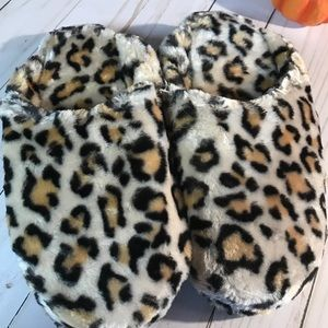 Leopard Slippers  Mossimo Supply Co  medium NWT